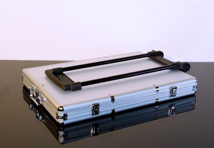 Walizka aluminiowa na 1000 szt żetonów z akcesoriami Trolley
